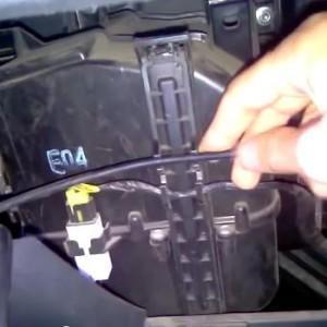 Видео от профессионала по замене салонного фильтра Hyundai Getz