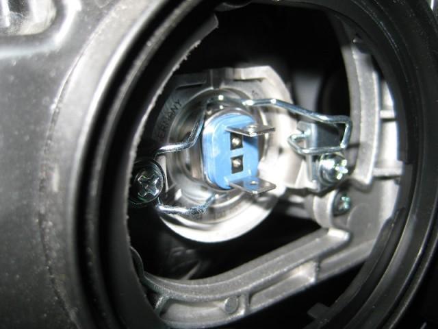 Как заменить лампу в передних фарах на Hyundai Santa fe Hyundai по-русски