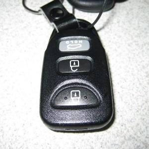 Как разобрать ключ и поменять батарейку в ключе Hyundai Elantra
