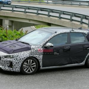Фотографии нового поколения Hyundai i30 в камуфляже
