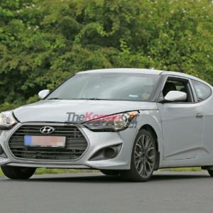 Фотографии будущего Hyundai Veloster на трассе